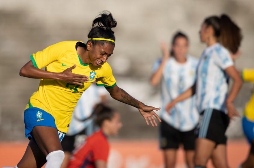 Em segundo duelo amistoso, Brasil goleia a Argentina